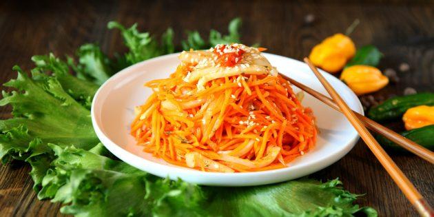Рецепт салата с корейской морковью и кальмарами