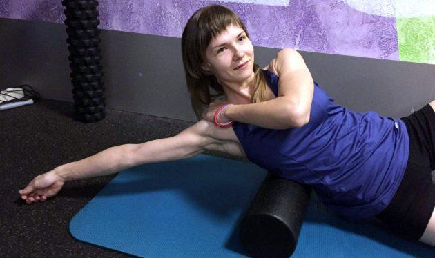 массажный ролик: широчайшие мышцы спины