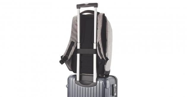 Рюкзак Bobby: крепление к чемодану