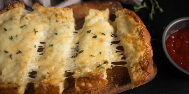 чесночные гренки: готовое блюдо