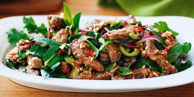 Острые, тёплые, яркие: 10 салатов для тех, кто любит мясо