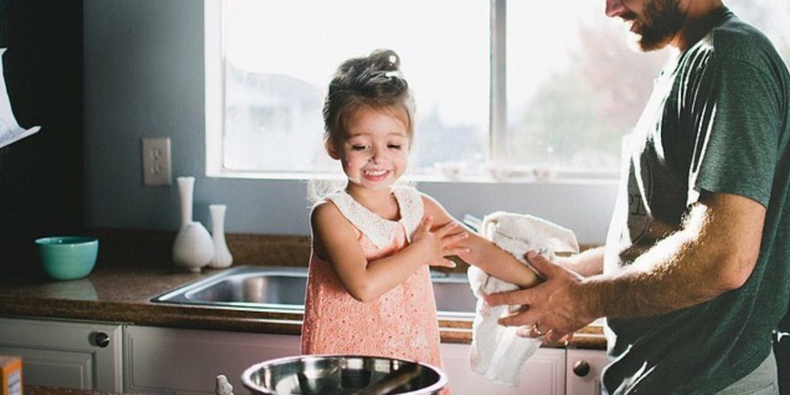 Папа обучает дочку онлайн