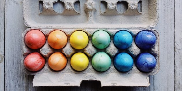 Как покрасить яйца другими натуральными красителями