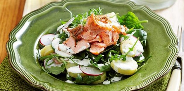 Салаты с рыбой: Картофельный салат с форелью