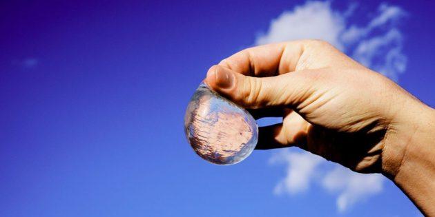 Съедобные водяные шарики вытеснят пластиковые бутылки