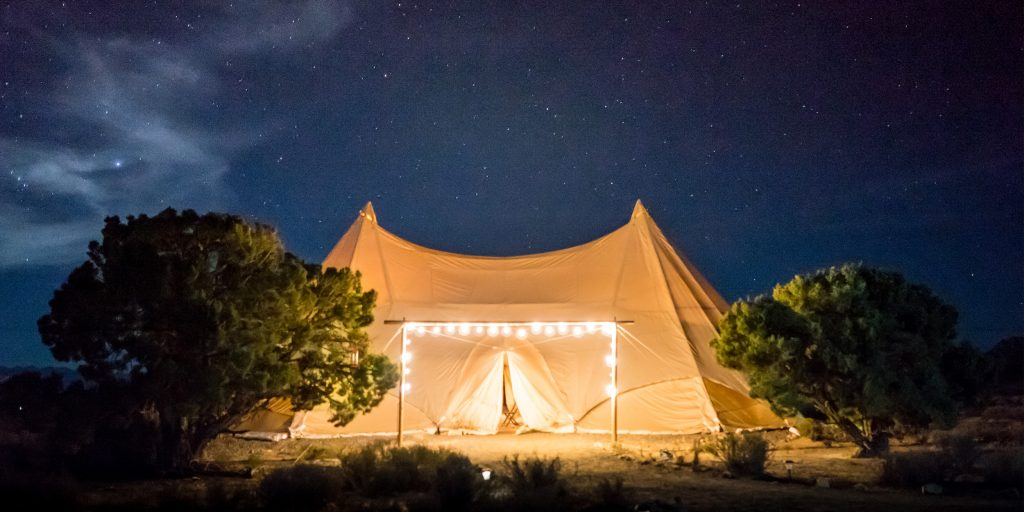 Секс в палатке видио при всех людях фото 189-348