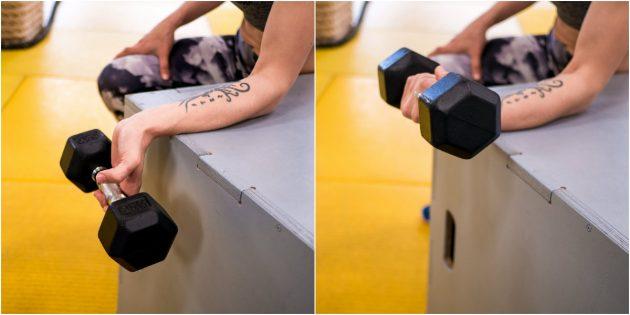 как укрепить запястья: тяга гантели пальцами