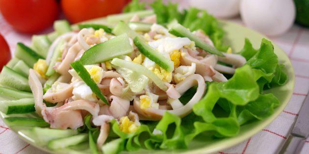 Как приготовить салат с кальмарами и свежими огурцами