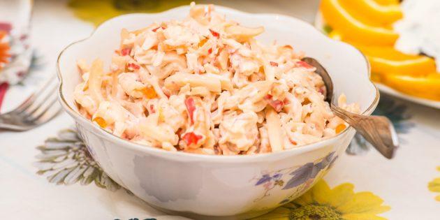 Как приготовить салат с кальмарами и крабовыми палочками