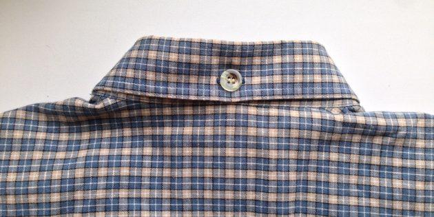 Пуговица на задней части воротника рубашки