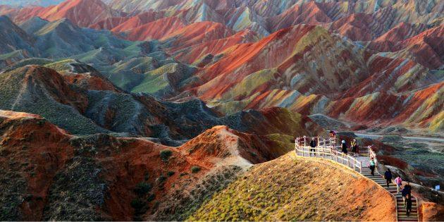 Цветные скалы Чжанъе Данксиа в Китае