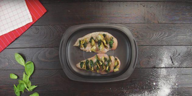 Вкусный и полезный ужин: куриное филе с грибами и шпинатом