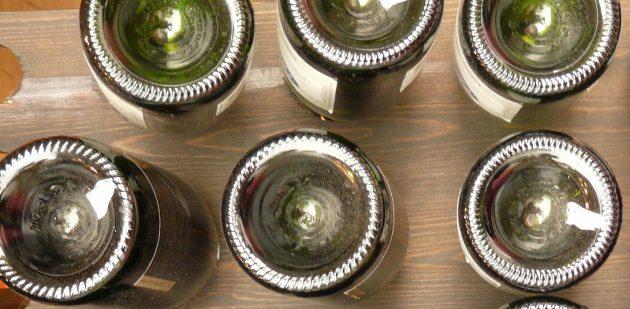 Углубления на донышках винных бутылок