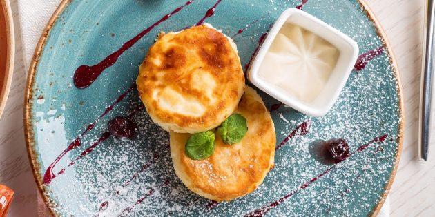 Классические сырники с яйцом и мукой: простой рецепт