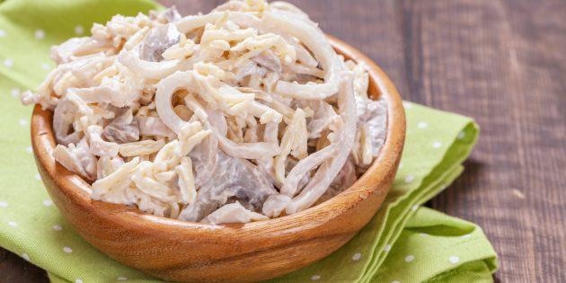 Как приготовить салат с кальмарами и грибами