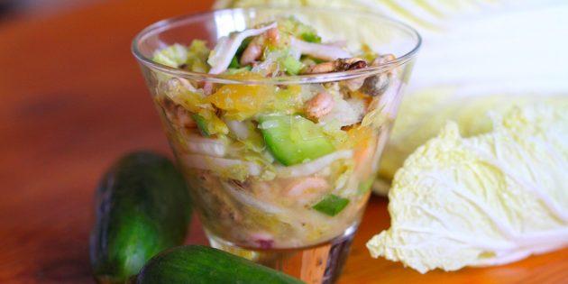 Как приготовит салат с кальмарами и пекинской капустой