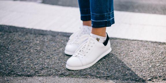 Как почистить белые кроссовки, чтобы они выглядели как новенькие