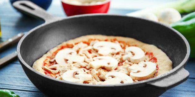 Готовим пиццу на сковороде: 3 аппетитных рецепта