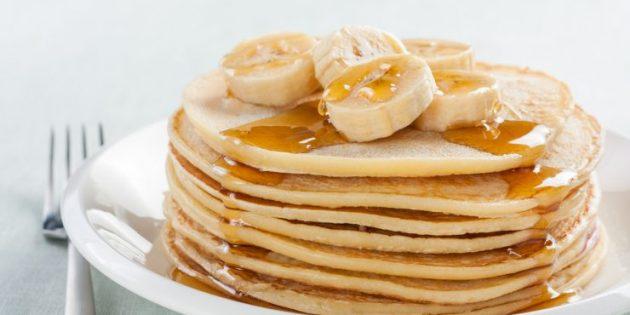 Что приготовить на завтрак: Американские панкейки с мёдом и бананами