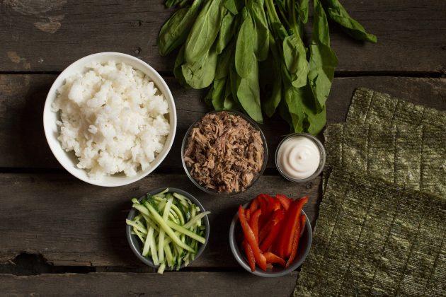 Классический суши-сэндвич онигирадзу: начните с подготовки составляющих начинки