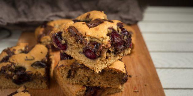 Как приготовить бисквитные батончики с черешней и шоколадом