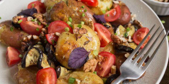 Салат из молодого картофеля с горчичным соусом