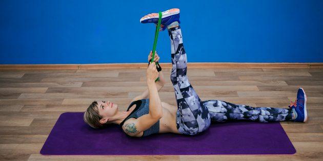 упражнения-филлеры: растяжка бицепса бедра