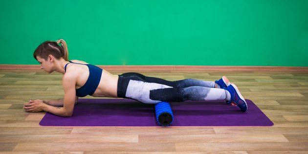 Упражнения для пожилых: массаж квадрицепса на ролике