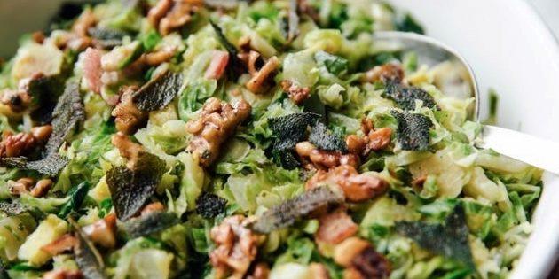 Брюссельская капуста с шалфеем и грецкими орехами