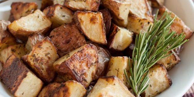 Жареный картофель с розмарином