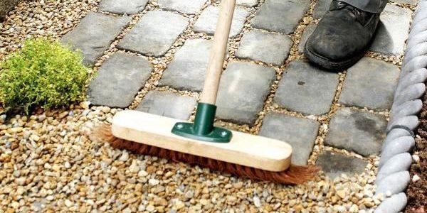 Как сделать садовую дорожку: насыпаем гравий