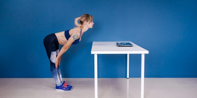 разминка на работе: наклон вперёд с прямой спиной