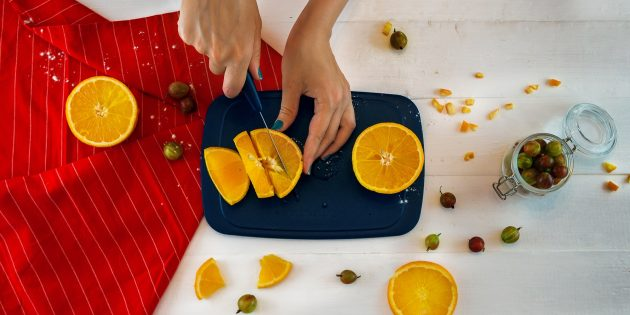 Варенье из крыжовника с апельсином: нарежьте апельсины
