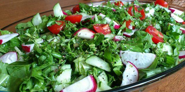 Салат из редиски и щавеля