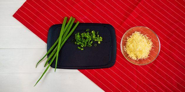 Рецепт киша с курицей и грибами: подготовьте сыр и зелень