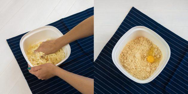 Киш с курицей и грибами: перетрите в крошку и добавьте яйцо