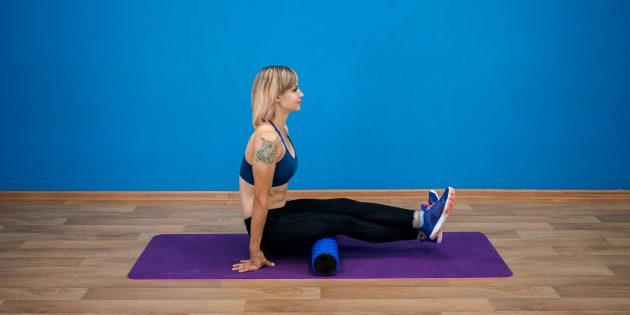 Упражнения для пожилых: раскатка бицепса бедра на ролике