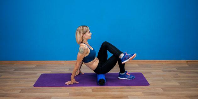 Упражнения для пожилых: раскатка ягодичных мышц на ролике