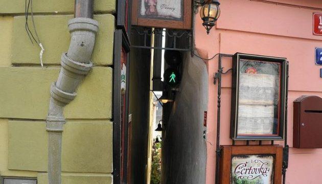 Самая узкая улица в Праге — Винарна Чертовка
