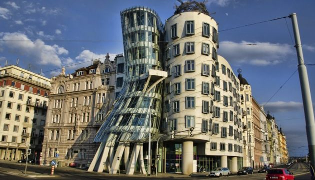 Что посмотреть в Праге: Танцующий дом в Праге