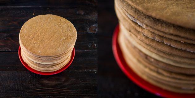 Классический «Медовик» со сметанным кремом: готовые коржи поставьте остывать