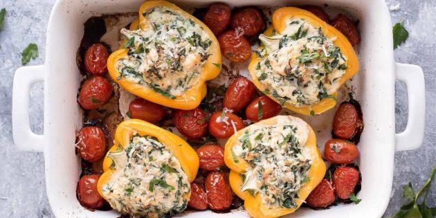 Фаршированные перцы со шпинатом и сыром