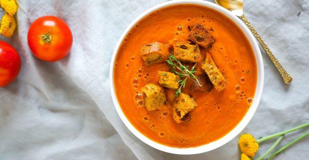 Сливочно-томатный суп на курином бульоне
