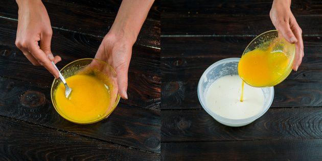 Простой рецепт шарлотки: взбейте желтки и смешайте с белками