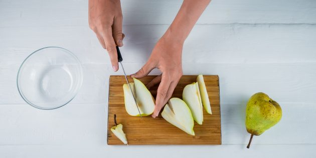 Как приготовить варенье: Нарежьте груши