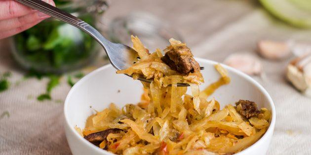 Как потушить капусту с мясом