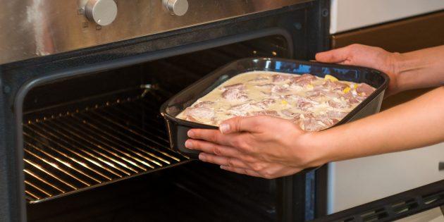 Отправьте блюдо на 50 минут в духовку