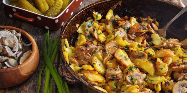 Картошка, жаренная с мясом и грибами