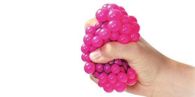 Что подарить ребёнку: шар от стресса