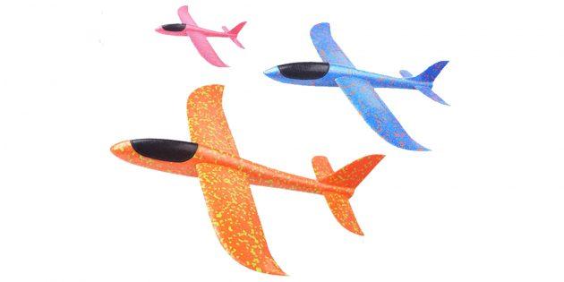 Что подарить ребёнку: модель самолёта